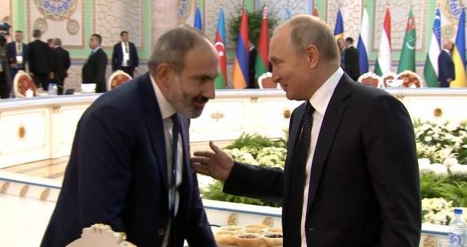 Nikol Paşinyan və Vladimir Putin