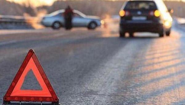 Avtomobilinin təkərini dəyişən sürücünü maşın vuraraq öldürüb