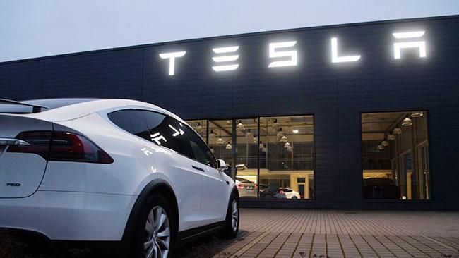 Tesla avtomobil