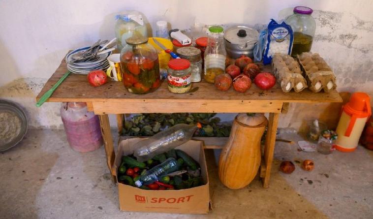 Fransız jurnalist Tərtər sığınacaqlarından yazıb - Fotolar