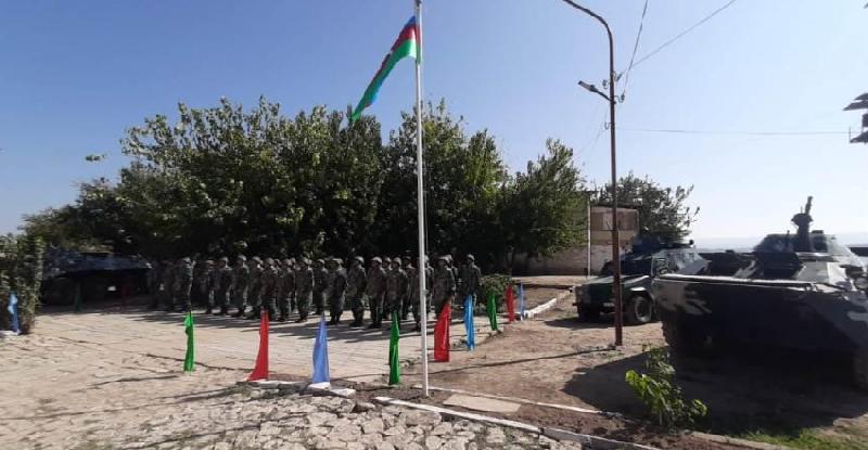 İşğaldan azad olunan sərhəd zastavalarımız üzərində dövlət bayrağımız ucaldılıb - Foto