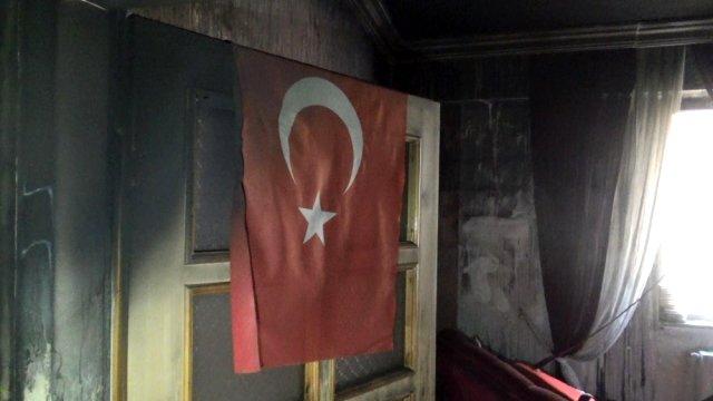 Ev külə döndü, Türkiyə bayrağı yanmadı
