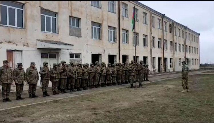 Ağdamın Gülablı kəndindəki keçmiş orta məktəbdə Azərbaycan bayrağı qaldırılıb