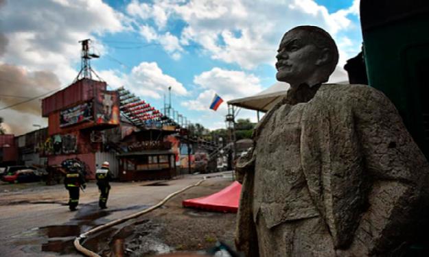 Ruslar Leninin heykəllərini satmağa başlayıb