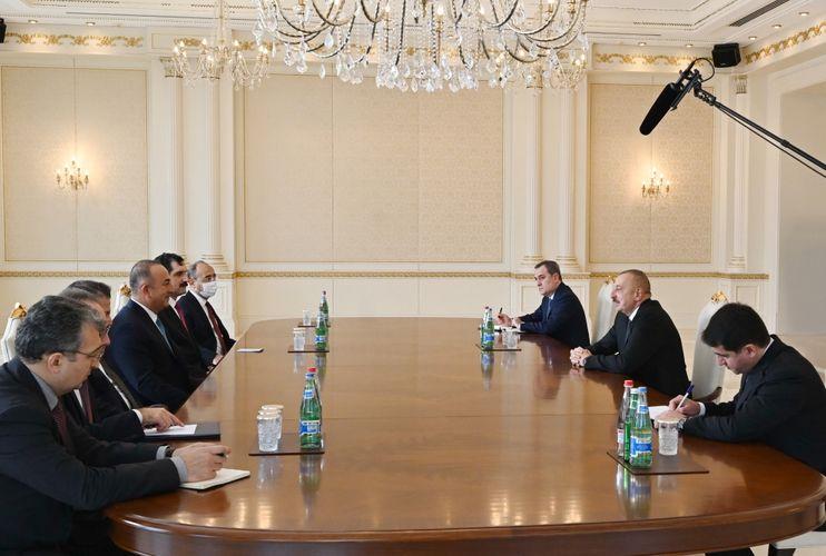 Prezident İlham Əliyev Türkiyənin Xarici İşlər nazirini qəbul edib