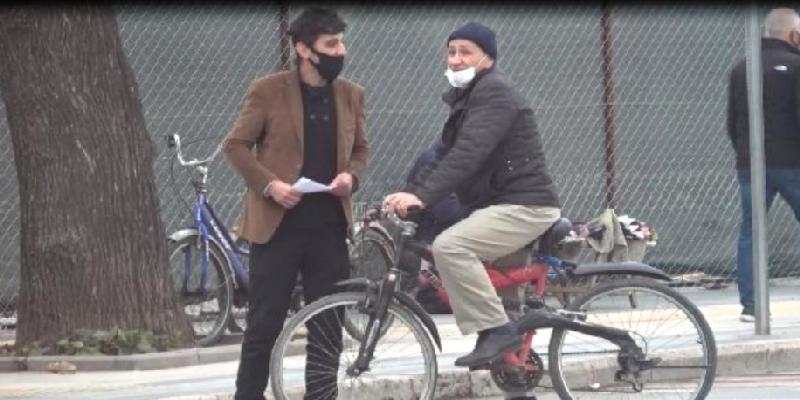 """Maska taxmayanlara yaxınlaşıb """"testim pozitiv çıxdı"""" dedi, vecinə almadılar - Foto"""