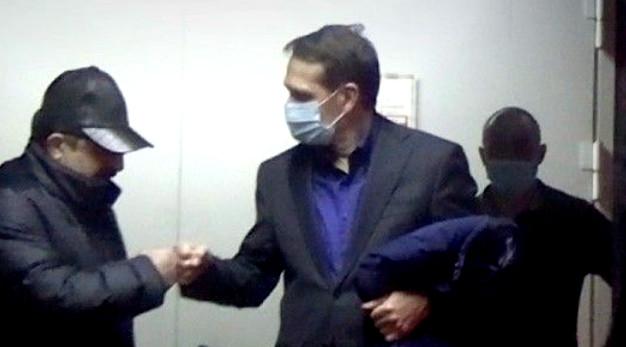 """Narışkin """"Ukrayna"""" otelindən çıxarkən Elman Bayramovla sağollaşır"""