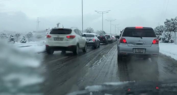 İrəvanda qar yağıb, yollar buz bağlayıb