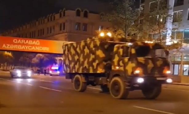 Tarixə şahidlik edirik: hərbi qənimətlər Azadlıq meydanına gətirilir - Video