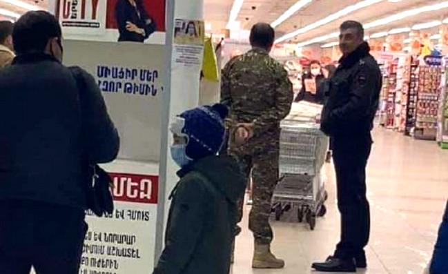 Azərbaycanlılar olduğu deyilən şəxslər İrəvanda supermarketdə