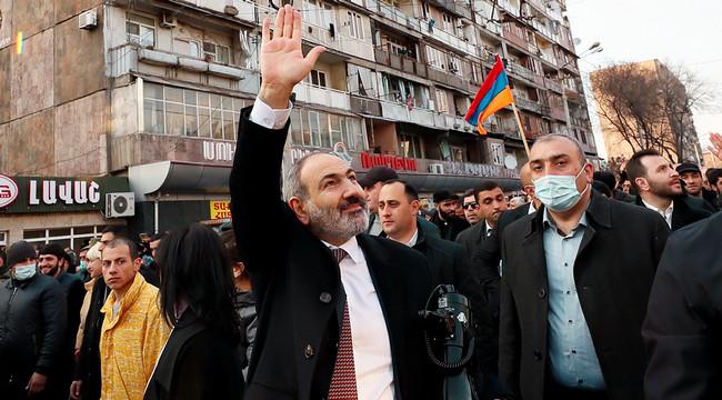 Nikol Paşinyan tərəfdarlarının arasında, 25 fevral 2021