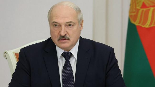 Lukaşenko futbolçuların maaşlarını azaldır
