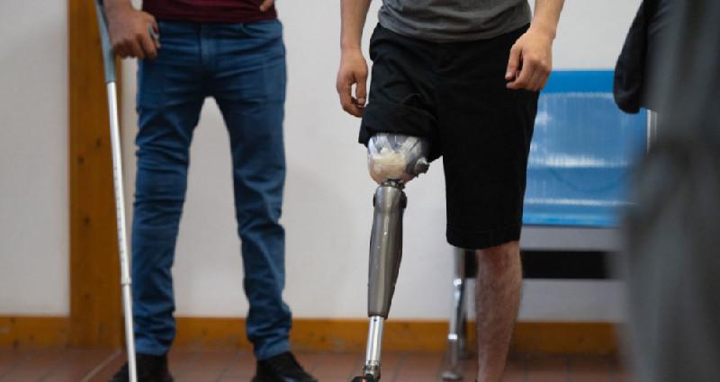 Ermənistanda yaralı hərbçiləri deputatların hesabına müalicə etmək təklif olunur