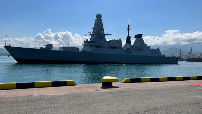 """""""Defender"""" gəmisi Batumi limanına yan alır"""