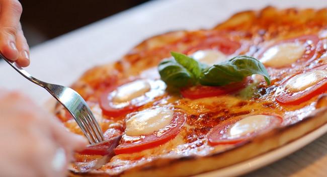 Qəribə girov hadisəsi: Pizza gəldi, girovlar azad edildi
