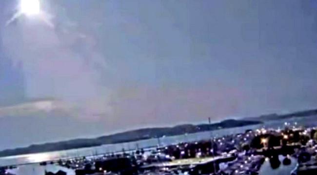 Atmosferə girən meteorit gecəni gündüzə çevirdi