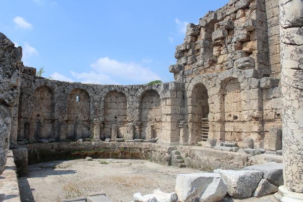 Perge şəhəri hamam kompleksindən görüntü