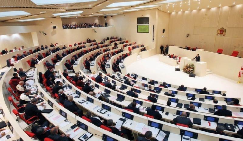 Gürcüstan parlamentinin bugünkü iclası baş tutmadı