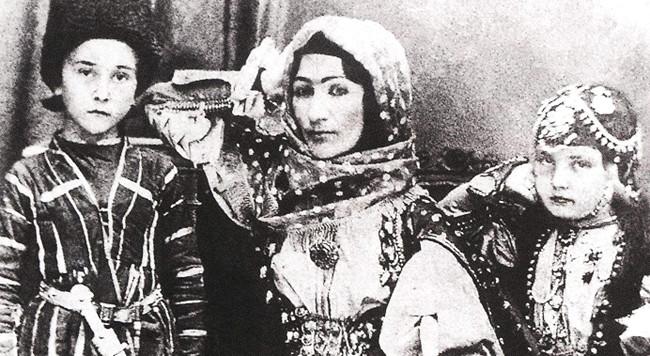 Xurşidbanu Natəvan  - Azərbaycan qadınının parlaq nümunəsi