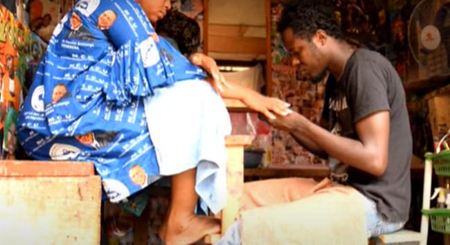 Mərkəzi Afrika Respublikasında kişilər manikür etməklə dolanır