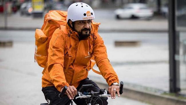 Nazir kreslosundan kuryer velosipedinə - Dünya ondan danışır