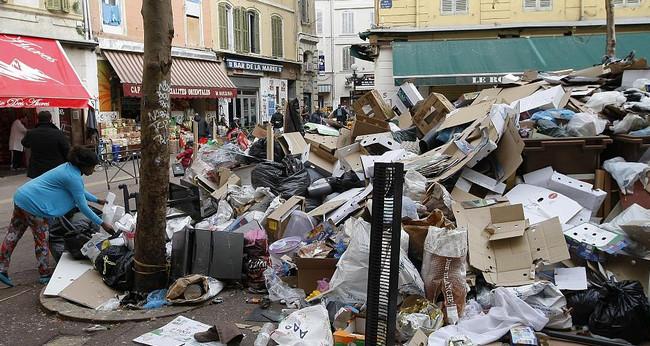 Fransa şəhərini zibil basıb - Foto, Video