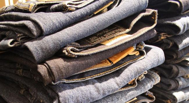 """Mağazalarda biabırçılıq: Kişi alt paltarlarında """"İti qovan"""" yazısı - Foto"""